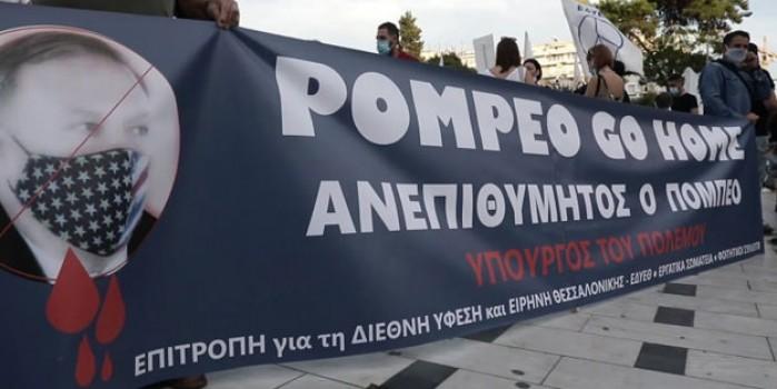 Yunan göstericiler ABD bayrağını yaktı
