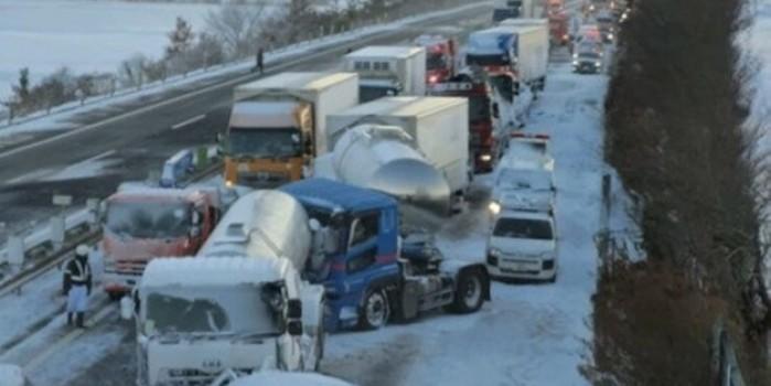 Zincirleme kazada tam 130 araç birbirine girdi: 1 ölü, 10 yaralı